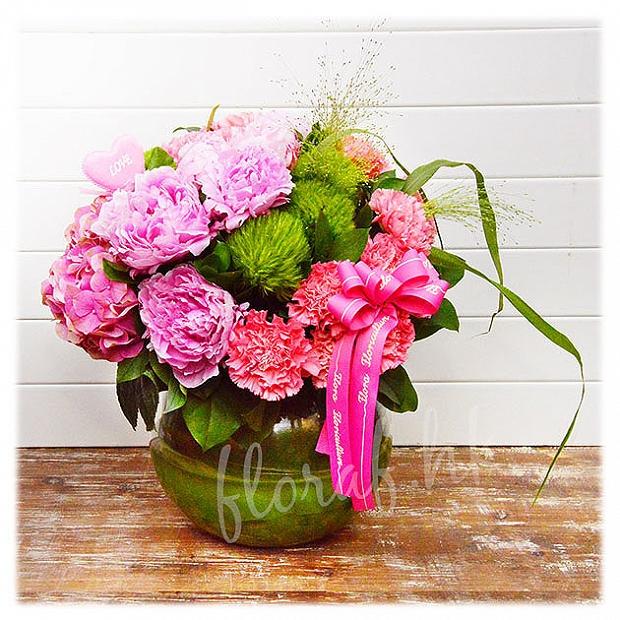 荷蘭牡丹花 粉紅色繡球花 綠色毛毛球花 康乃馨花 玻璃樽裝花