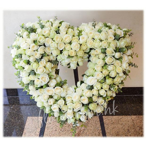 F23  200枝白玫瑰心型花圈